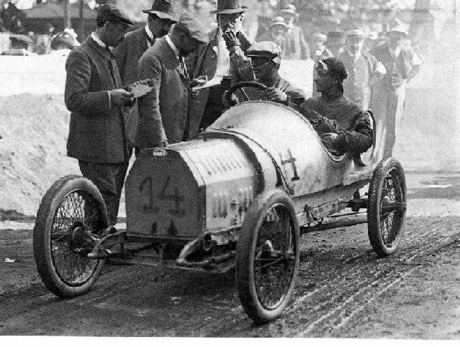 24 Hour Mechanic >> the Bugatti revue: Bugattis racing at Le Mans